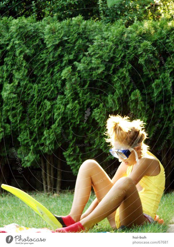 warten auf die flut Hand grün Sommer gelb Gras Haare & Frisuren Beine Fuß braun Finger Schwimmen & Baden Brille Konzentration Bikini Schulter Schwimmhilfe