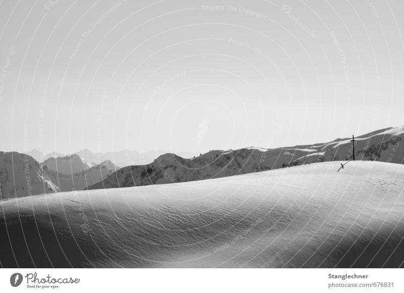Winterlandschaft Natur Landschaft Himmel Wolkenloser Himmel Wetter Schönes Wetter Eis Frost Schnee Alpen Berge u. Gebirge Gipfel Christliches Kreuz Bergkreuz