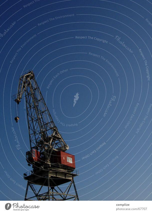 Die Sache hat einen Haken! Meer blau rot Arbeit & Erwerbstätigkeit See Wasserfahrzeug braun Küste groß hoch Kraft Industrie Macht Fabrik Hafen stark