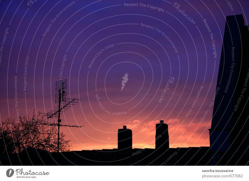 Es dämmert gar sehr, dorten Himmel blau Stadt schön Haus schwarz Horizont rosa Idylle Schönes Wetter fantastisch Dach Romantik Kitsch violett Schornstein