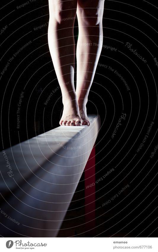 10 cm breit Sport Fitness Sport-Training Sportler feminin Junge Frau Jugendliche Erwachsene Beine Fuß Mensch gehen laufen stehen sportlich dünn hoch schwarz
