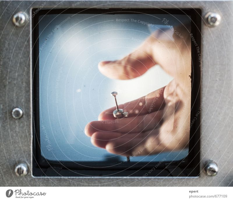 Kausalität Freizeit & Hobby Fotografieren Fotokamera Kabel Auslöser Hand Finger Spiegel Sucher beobachten Blick warten retro geduldig Selbstbeherrschung