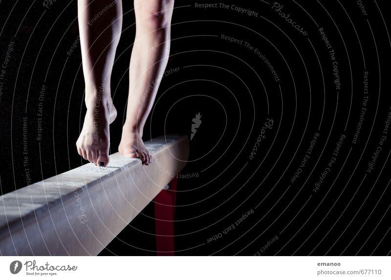 Auf der Zehenspitze Stil sportlich Sport Fitness Sport-Training Sportler Mensch feminin Junge Frau Jugendliche Beine Fuß 1 gehen stehen dunkel dünn schwarz