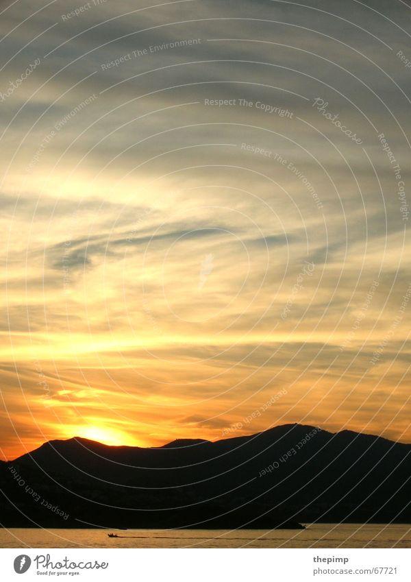 Sunset Himmel Meer blau rot schwarz Wolken Berge u. Gebirge Wasserfahrzeug