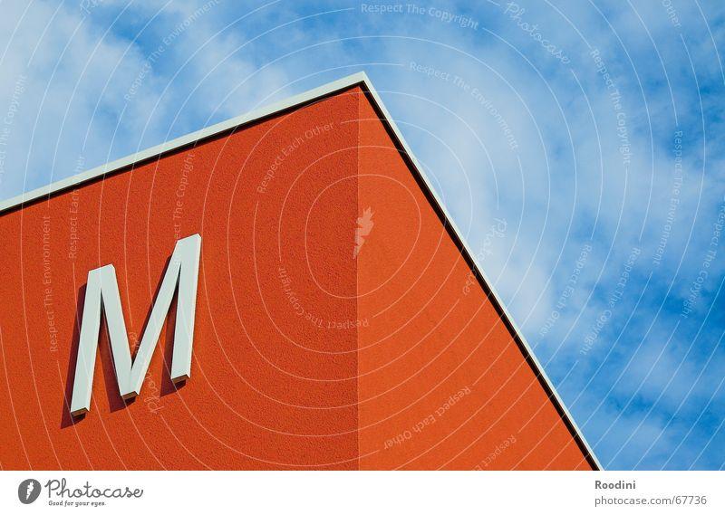 Ecke Himmel blau rot Wolken Gebäude Wetter Schilder & Markierungen Perspektive Dach Buchstaben Symbole & Metaphern