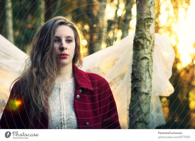Frühlingserwachen im Wald (II). Mensch Frau Natur Jugendliche schön rot Junge Frau 18-30 Jahre Erwachsene feminin träumen Idylle fantastisch Kreativität