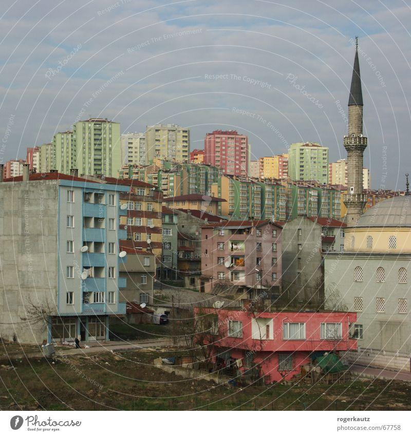 Real Istanbul Vorstadt Türkei Elendsviertel Hochhaus Stadt haramidere mosche Skyline tristess