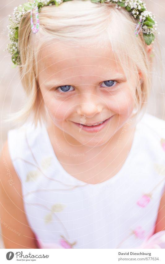 Blumenmädchen Mensch Kind blau schön grün weiß Blume Mädchen Gesicht Auge Leben feminin Haare & Frisuren Kopf blond Haut