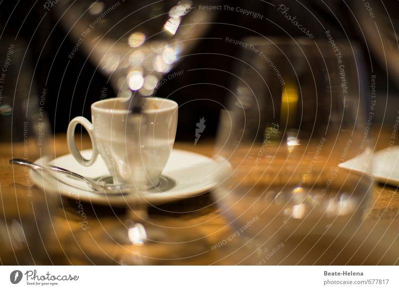 vom Aperitif zum Digestif Ernährung Getränk Kaffee Spirituosen Wein Geschirr Tasse Glas Lifestyle Küche Erholung genießen ästhetisch braun weiß Gefühle