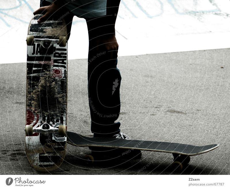 I am the next Sport Stil warten Coolness Pause stehen Skateboarding lässig Funsport Parkdeck