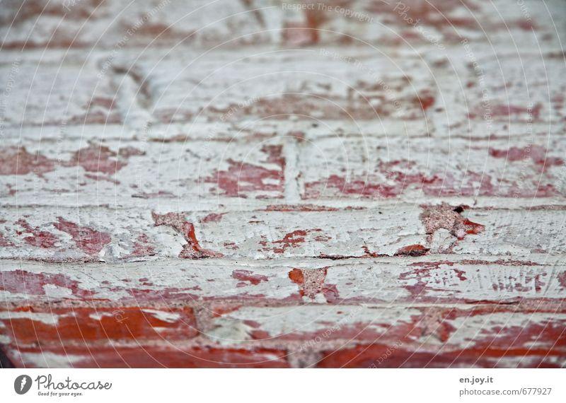 Mauerwerk Hausbau Renovieren Handwerker Anstreicher Maurer Baustelle Wand Fassade Stein Backstein alt bauen kaputt rot weiß Sehnsucht Fernweh Einsamkeit Angst