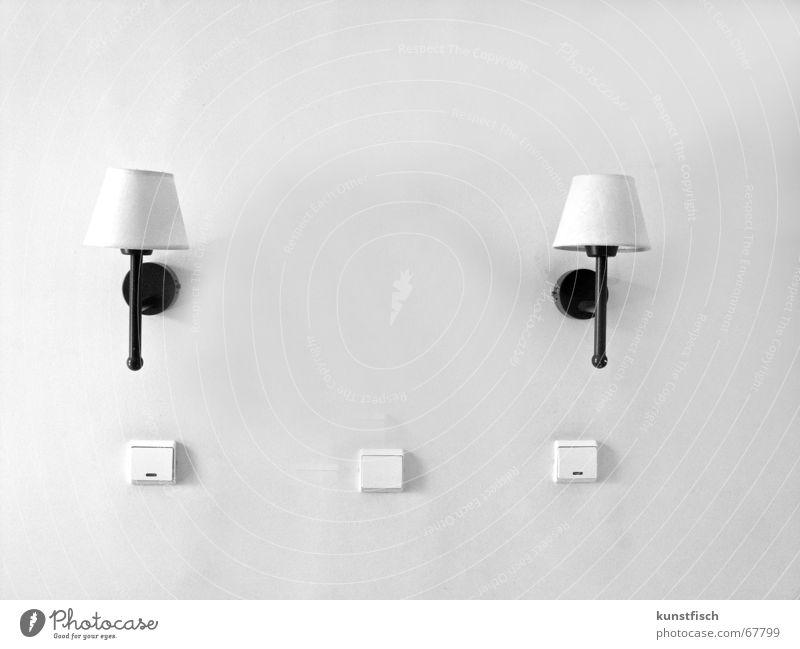 klinisch weiss Ferien & Urlaub & Reisen Hotelzimmer Raum Licht Lampe 2 Lampenschirm Schalter 3 Halterung schwarz weiß schlafraum paarweise