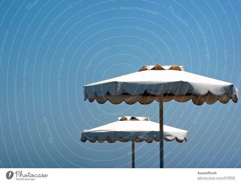 Sonnenbrandgeneration Himmel blau Ferien & Urlaub & Reisen Wärme Insel Schönes Wetter Schutz Physik heiß Schmerz Sonnenschirm Rettung Griechenland Kühlung