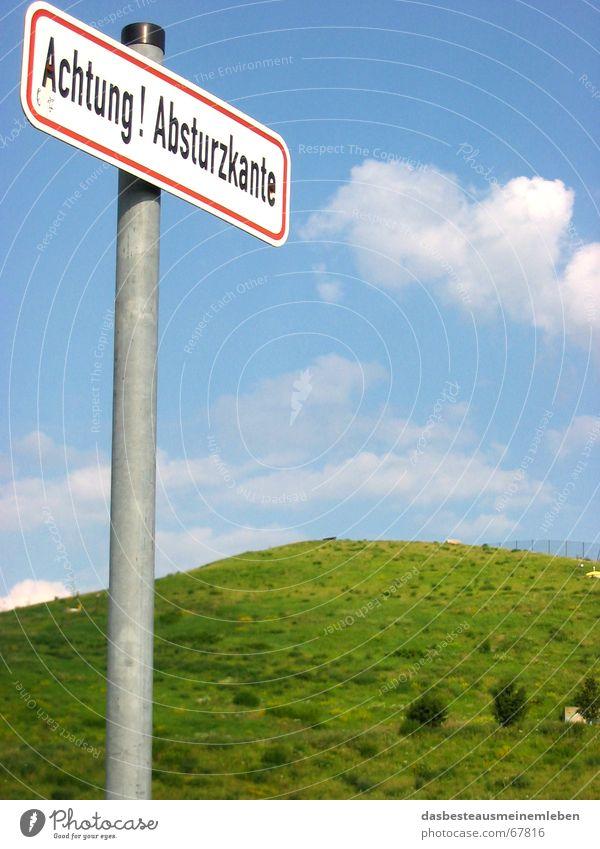 Achtung Absturzkante Himmel Leben gefährlich bedrohlich Hügel Vorsicht Abwasserkanal Franken Nürnberg