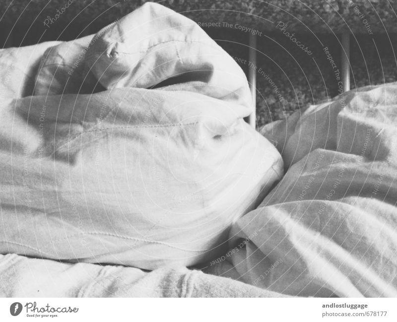 after the storm. Wohnung Innenarchitektur Dekoration & Verzierung Bett Schlafzimmer Bettwäsche Kissen Decke Liebe liegen schlafen dunkel kuschlig Wärme weich