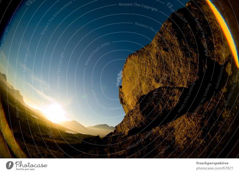 romantic sunset Sonnenuntergang Lofoten Mitternachtssonne Romantik Einsamkeit Himmel Fischauge stahlen blau Berge u. Gebirge sky blue Stein Felsen