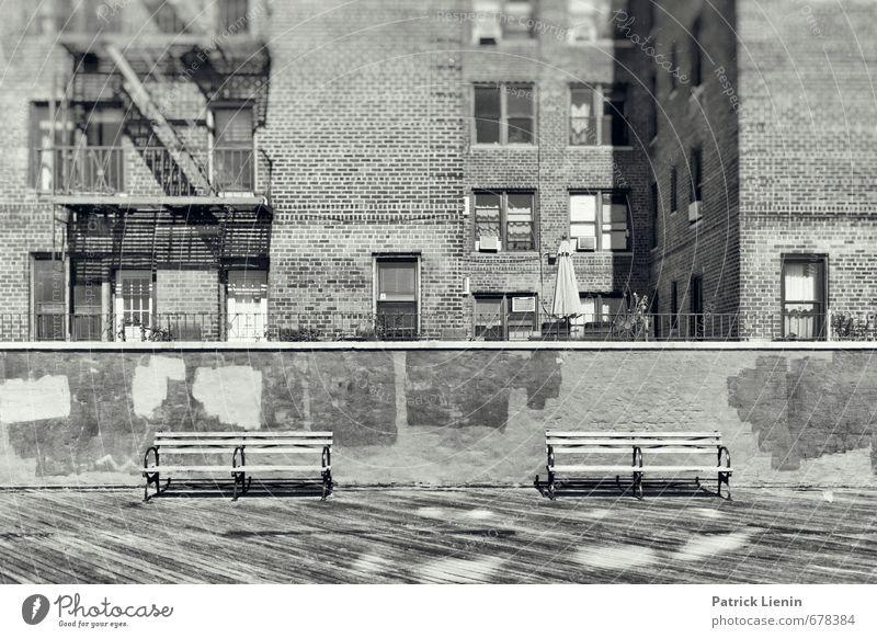 Bankenkrise Stadt Einsamkeit Fenster Wand Traurigkeit Gebäude Mauer Freiheit Zufriedenheit trist Armut einzigartig Bauwerk Bank Glaube USA