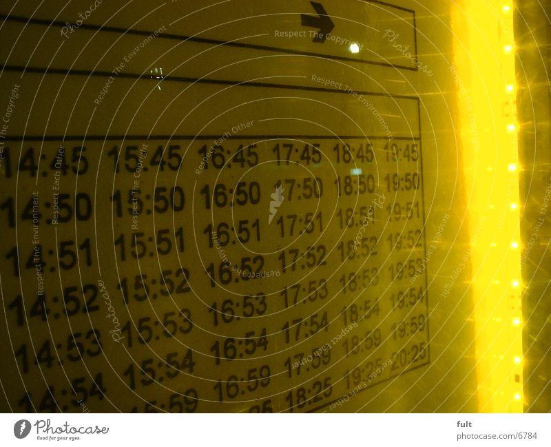 Fahrplan gelb Ankunft Elektrisches Gerät Technik & Technologie Licht Statue Ziffern & Zahlen Fahrzeiten Anzeige Abfahrt Anordnung Aushang Zeit