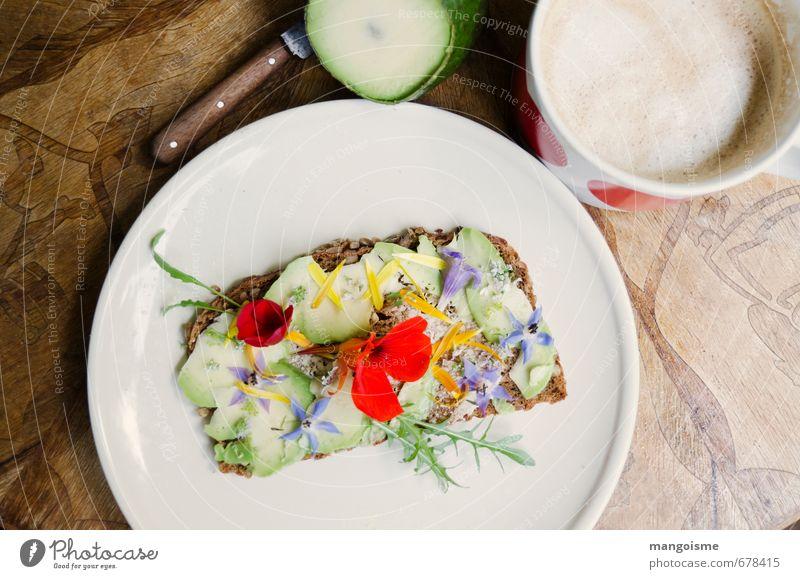 morgens halb zehn. Gemüse Salat Salatbeilage Getreide Brot Avocado Kapuzinerkresse Borretsch Ringelblume Rucola Frühstück Bioprodukte Vegetarische Ernährung