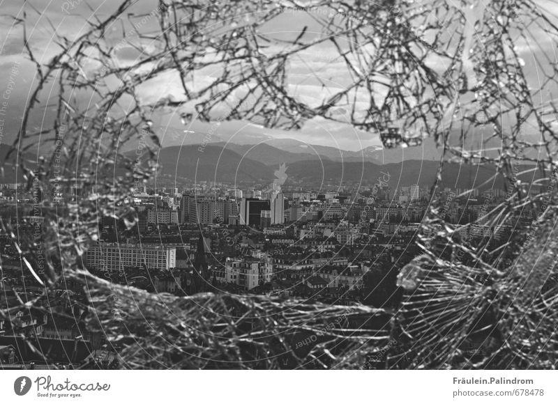 Ausblick. Stadt Einsamkeit Ferne Fenster Berge u. Gebirge Hochhaus Glas groß Spitze kaputt Alpen Höhenangst Skyline Frankreich Stadtzentrum chaotisch