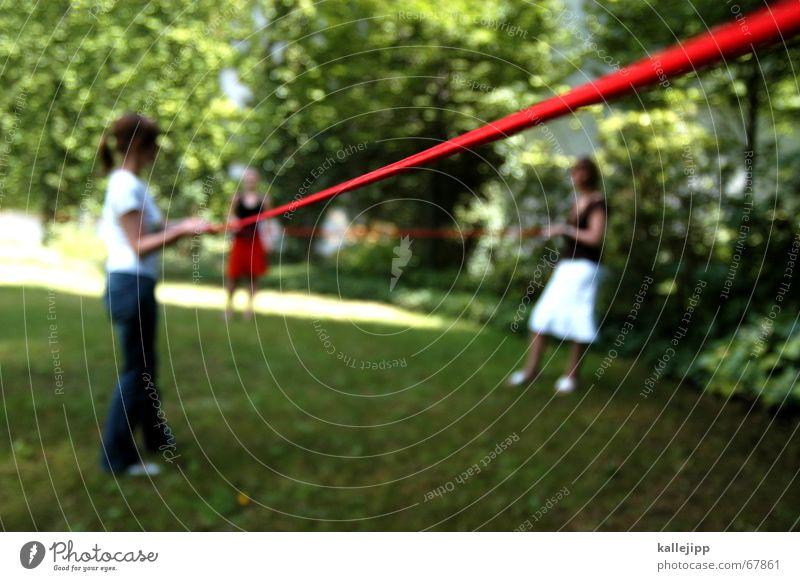 roter faden VI Mensch Baum rot Sommer Garten Rasen Verbindung Kurve Partnerschaft Nähgarn Orientierung Nähen stricken Handarbeit Zickzack Leitfaden