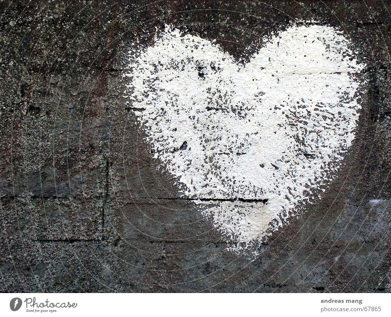 White Heart alt weiß Liebe Gefühle grau Stein Mauer Herz Romantik Zeichen Symbole & Metaphern Riss Valentinstag