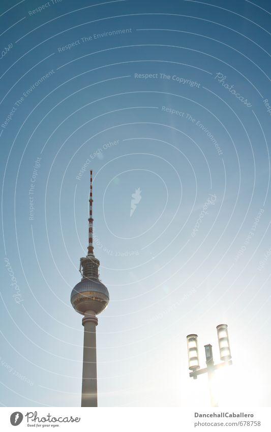 La Tour de la télévision de Berlin Ferien & Urlaub & Reisen Stadt Sommer Sonne Berlin hell Deutschland Lifestyle elegant Tourismus Europa hoch Technik & Technologie Turm Telekommunikation Straßenbeleuchtung