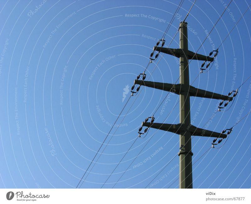 Blauer Strom Elektrizität elektrisch Strommast Versorgung Außenaufnahme Himmel blau Klarheit hell Energiewirtschaft Leitung Technik & Technologie abstraktion