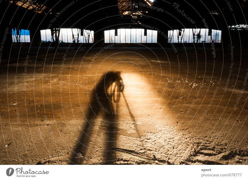 ut ruhrgebiet | Höhlengleichnis Freizeit & Hobby Fotografieren Mensch 1 Künstler Industrieanlage Fabrik Ruine Fenster Stativ Schatten Schattenspiel beobachten