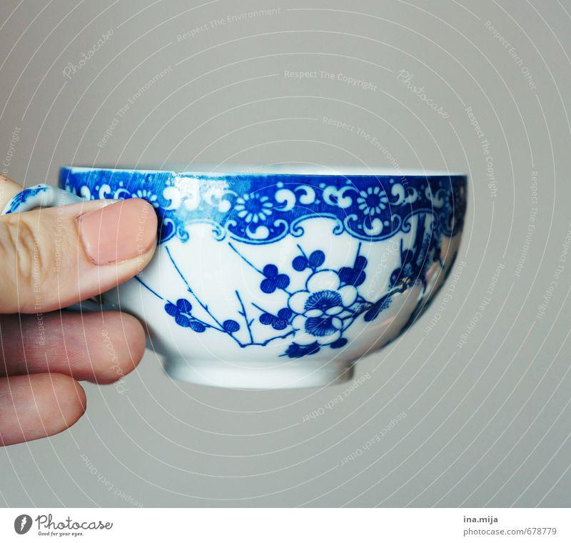 ein gutes Tässchen .. blau alt weiß Stil grau rosa elegant Design Dekoration & Verzierung genießen Ernährung Finger Getränk Kitsch trinken Kaffee
