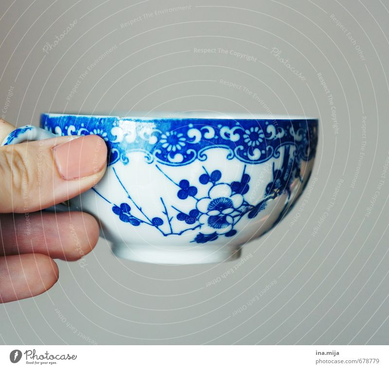 ein gutes Tässchen .. Geschirr Stil Design Dekoration & Verzierung Küche Finger Kitsch Krimskrams trinken blau grau rosa weiß genießen Kaffeetasse Kaffeepause