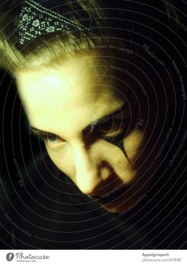 Das zweite Gesicht Mensch Mann Jugendliche ruhig schwarz dunkel Kopf gefährlich Tuch unheimlich Täuschung geschminkt Grufti Phantom