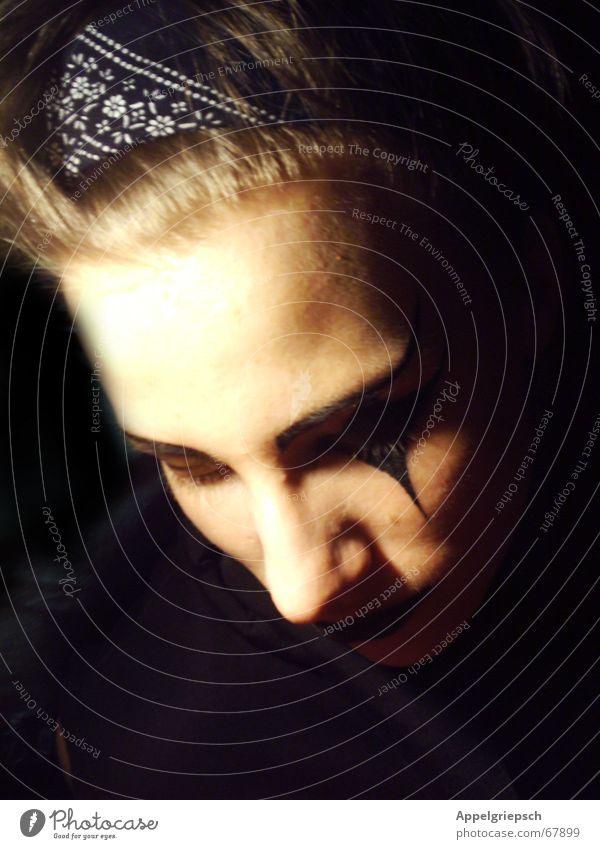 in der Maske Phantom Einsamkeit Sinnestäuschung Mann Grufti geschminkt dunkel schwarz ruhig Nacht Jugendliche Mensch Kopf Tuch in ruhe lassen Karnevalskostüm