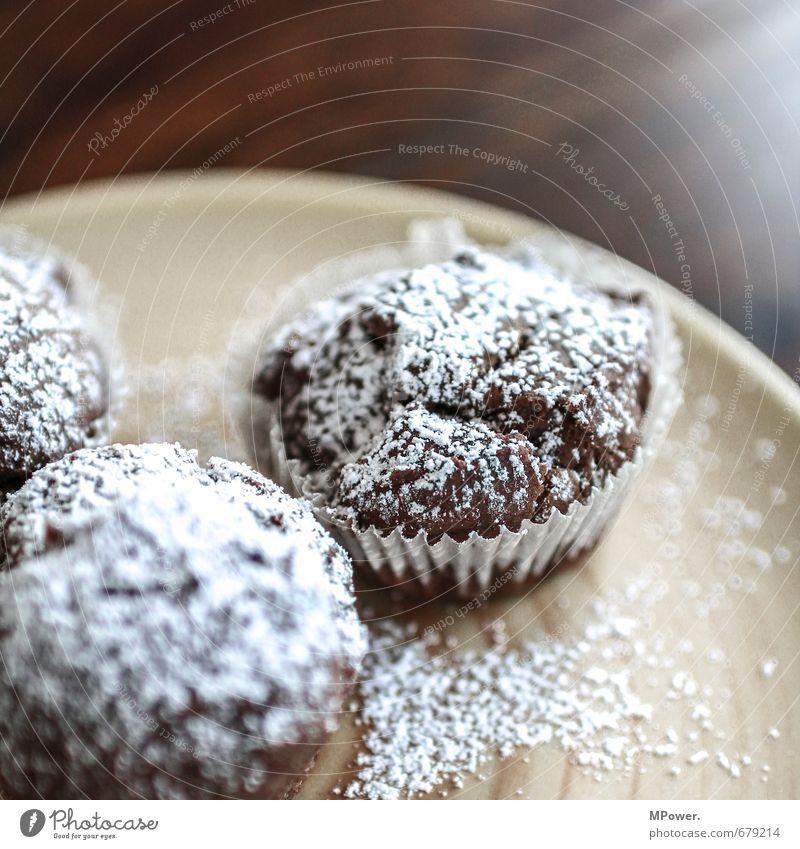 muffin Lebensmittel Teigwaren Backwaren Kuchen Schokolade Ernährung Geschirr Teller Gesundheit braun orange Muffin Puderzucker Zucker Holztisch frisch