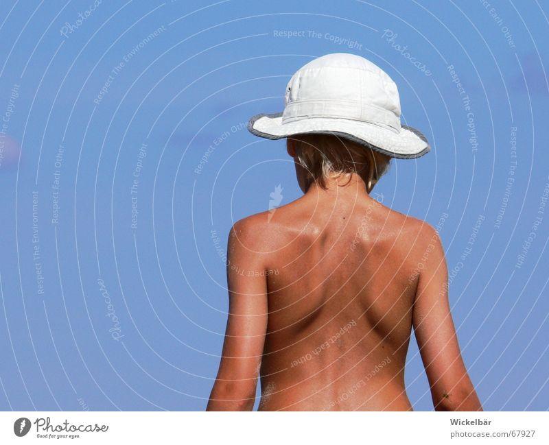 Ferien am Meer Kind Himmel blau Sommer Ferien & Urlaub & Reisen Ferne Leben Junge Spielen Freiheit träumen See Wärme Haut blond