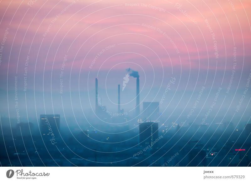 Fahrverbot Umwelt Luft Himmel Wolken Sonnenaufgang Sonnenuntergang Klima Nebel Stadt Skyline Haus Hochhaus Industrieanlage Fabrik Rauchen dunkel groß hoch kalt