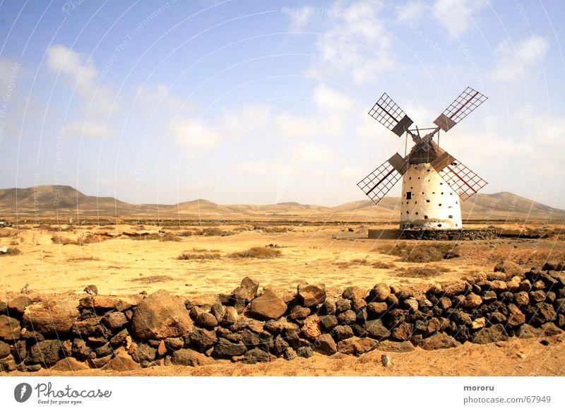 Windmühle der Einsamkeit alt Einsamkeit Landschaft Wüste schäbig Ödland Fuerteventura Windmühle Mühle