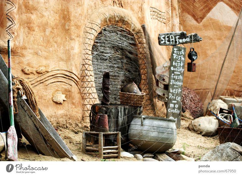 that's Africa alt Meer Ferne Lampe See Wasserfahrzeug braun Kunst Arme Tür Schilder & Markierungen trist Sträucher Netz Afrika fangen