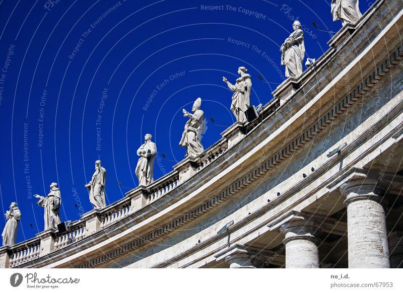 Alles was heilig ist Gebet Rom Petersplatz Außenaufnahme Bibel Himmel blau prister heiligkeit Päpste Religion & Glaube Marmor Stein