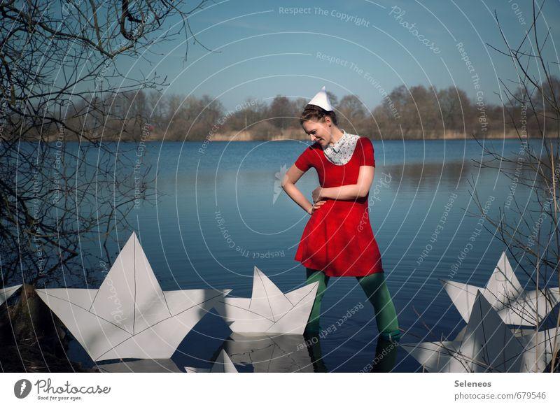 Schiffe versenken Mensch Frau Ferien & Urlaub & Reisen Ferne Erwachsene Herbst Küste feminin Freiheit Schwimmen & Baden See Ausflug nass Abenteuer Seeufer Kleid