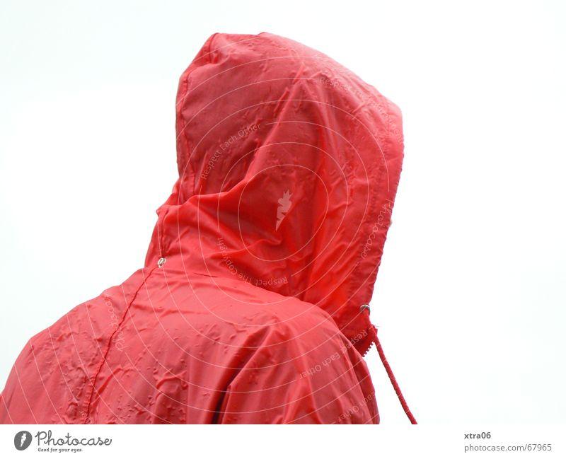 regnet es? Regenjacke Rotkäppchen unbequem Mensch hängen lassen bedauerlich Regenumhang rot Jacke nass kalt Einsamkeit Kapuze Mann Herbst Trauer Winter feucht