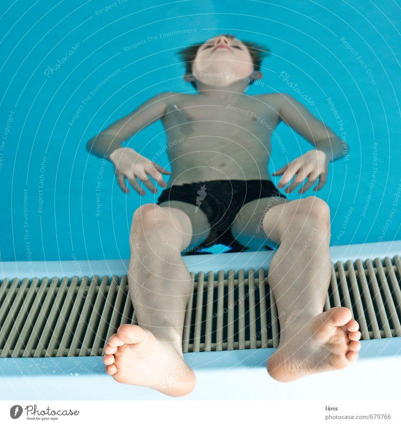Seepferdchen Mensch Kind Jugendliche Ferien & Urlaub & Reisen blau Erholung ruhig Leben Junge Schwimmen & Baden Gesundheit Fuß liegen Zufriedenheit Kindheit