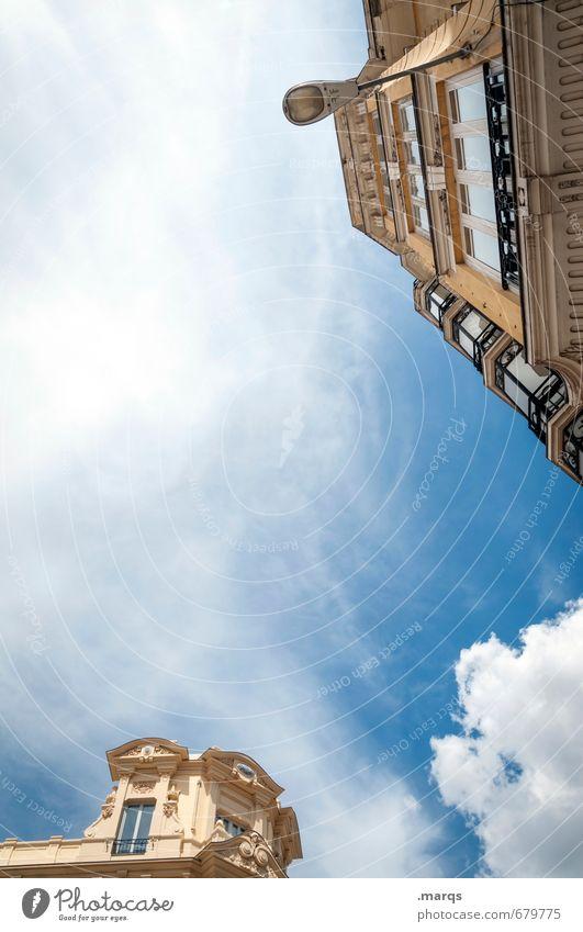 Madrid Häusliches Leben Himmel Wolken Sommer Schönes Wetter Spanien Haus Bauwerk Gebäude Architektur Fassade alt hoch schön Stimmung Ordnung Perspektive