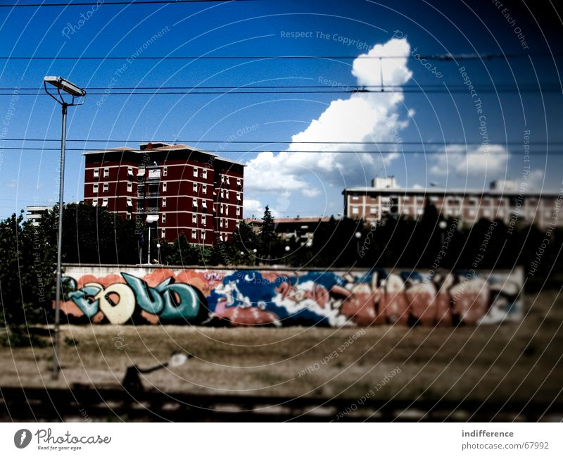 Urban Design Stadt Himmel building street Graffiti railway clouds sky