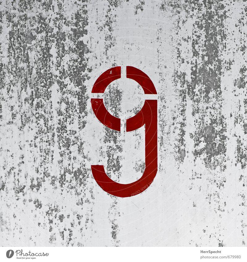 Auf dem Kopf stehende 6 Stadt Bauwerk Mauer Wand Stein Beton Ziffern & Zahlen alt kaputt trashig trist grau rot weiß 9 Patina Farbstoff abblättern Untergrund