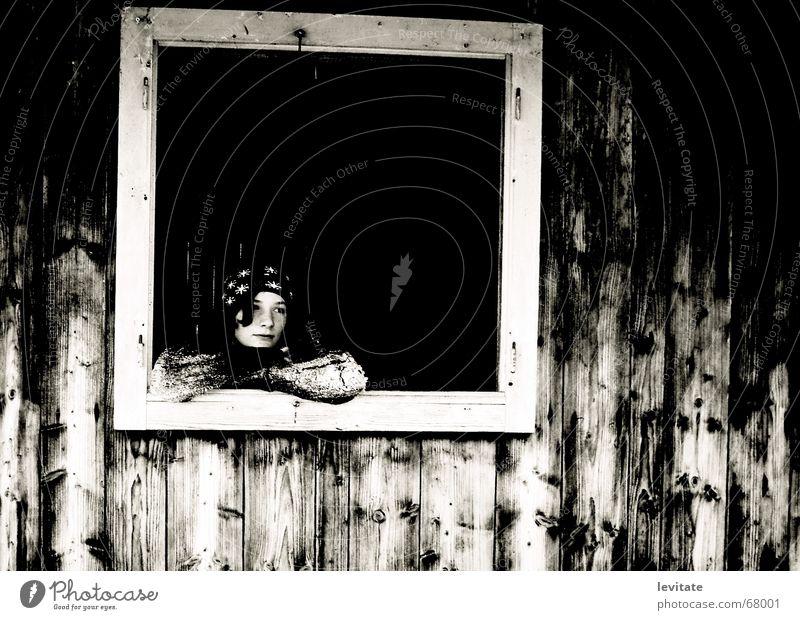 gedankenverloren alt Winter kalt Fenster Holz Traurigkeit dreckig klein groß Europa Hoffnung Trauer Schweiz Sehnsucht Amerika Hütte
