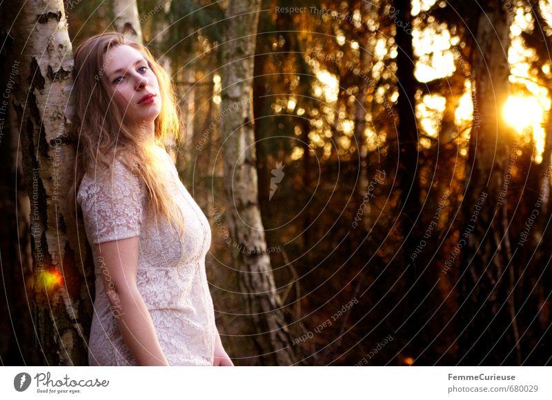 Frühlingserwachen im Wald (V). Ausflug Ferne Freiheit feminin Mädchen Junge Frau Jugendliche Erwachsene 1 Mensch 18-30 Jahre Zufriedenheit Wege & Pfade Elfe Fee