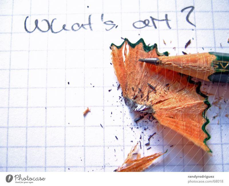 von einem Stift der auszog Papier Zettel Schreibstift Holz schreiben hell Spitze weiß Bleistift Fragen Wort Buchstaben Englisch Graphit Splitter Rest grell