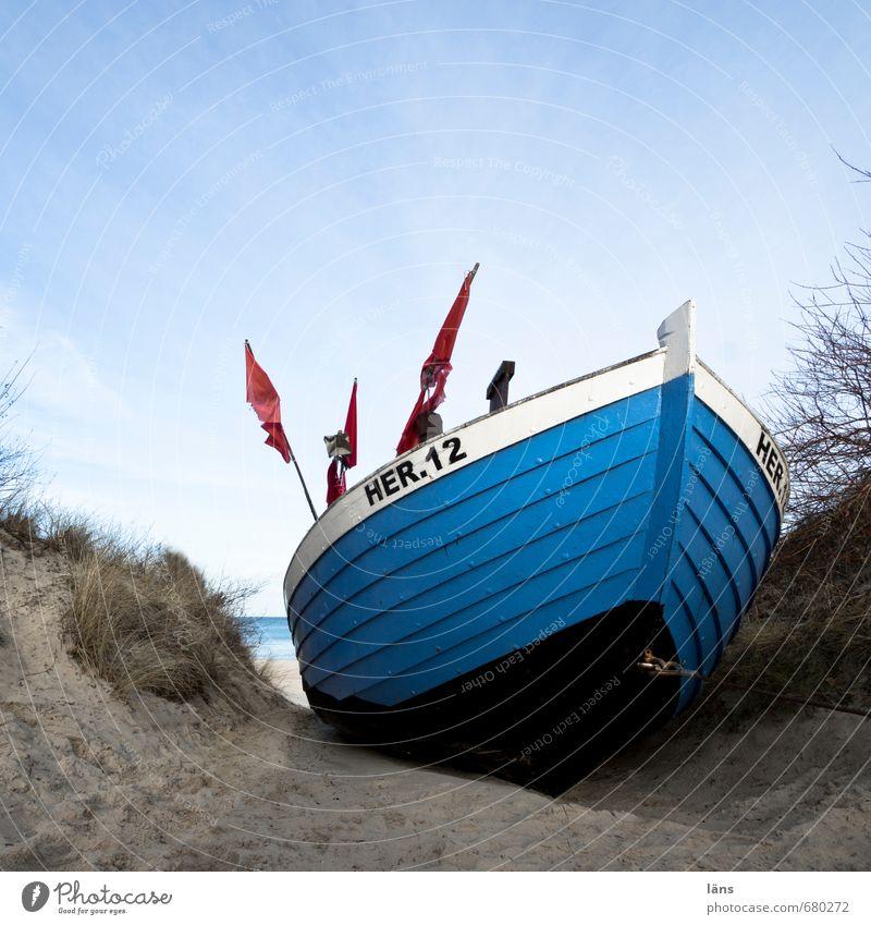 ahoi Himmel Natur blau Wasser Landschaft Umwelt Küste Sand braun liegen Arbeit & Erwerbstätigkeit Ostsee Stranddüne Fischereiwirtschaft Fischerboot