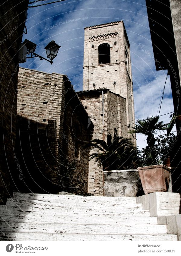 Torre di Palme bell tower Italien medieval town building Denkmal historical street church